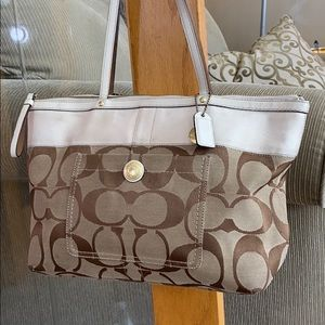 💕 Coach brown tan med tote purse cute 💕